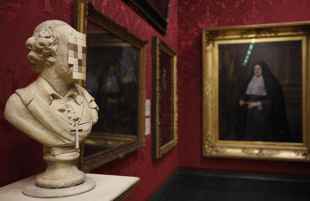A obra está exposta na mesma sala dos trabalhos religiosos do século XVII