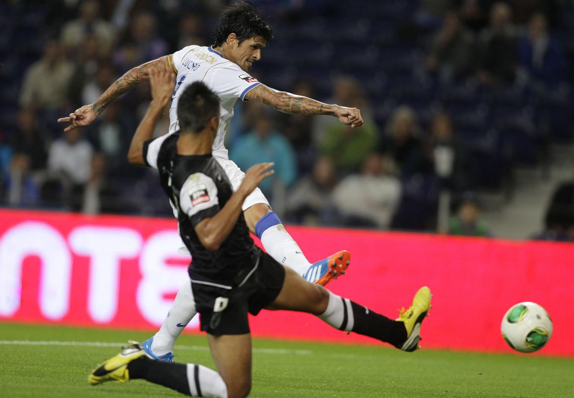 FC Porto derrotou o Vitória de Guimarães com penálti controverso