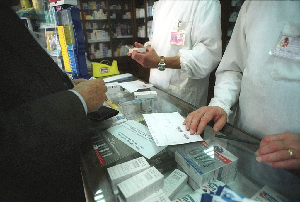 Farmácias dispensam produtos mais caros, acusa Ordem dos Médicos.