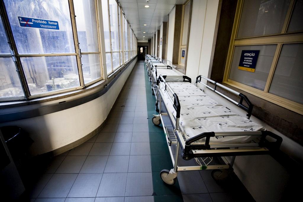 Hospitais adiam cirurgias para darem prioridade às urgências - Público.pt
